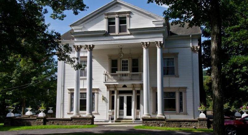 The Colonial B&B At Stamford Ny